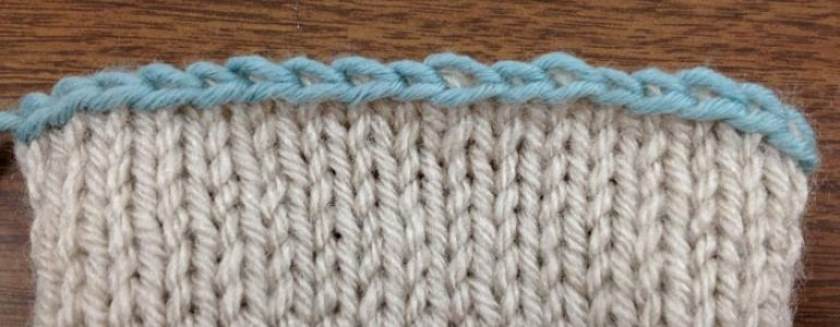 Example of the Russian bind off in a contrasting color