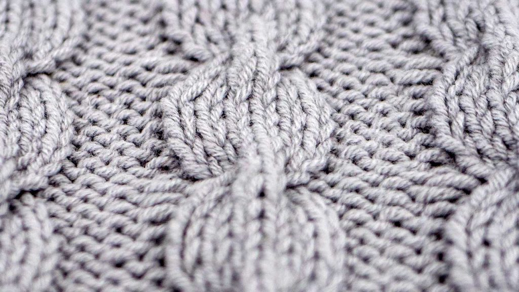 Close Up of the Bulbus Cable Stitch Knitting Pattern